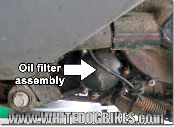 AN125 oil filter location